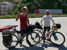 Wir treffen zwei Radler aus der Ukraine. // We meet two bikersfrom Ukraine.