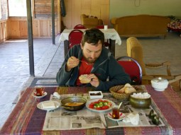 Kavalhti (Frühstück) nach einem 1000 m Pass// Kavalhti after a 1000 m pass.