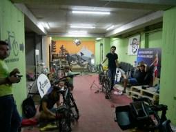 Veloplus in Tiflis zentriert unser Laufrad wieder und wir treffen einen Haufen coole Rad-Jungs.