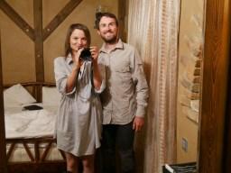 Achtung seltenes Foto: Da haben wir uns mal hübsch gemacht fürs Essen.// Scarce picture: we dressed up for dinner.