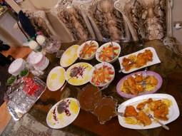 fesenjun - eine Leckerei aus Grantaapfel und Walnuss mit Huhn und buntem Reis.// fesenjun - a delicious dish made of walnut and pomegrade with chicken and rice.