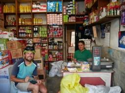 Shop in Abbas Abad - iranians resist to have big supermarkets - we like!// Tante Emma Laden in Abbas Abad- Iraner weigern sich Supermarktketten zu haben - uns freut es.