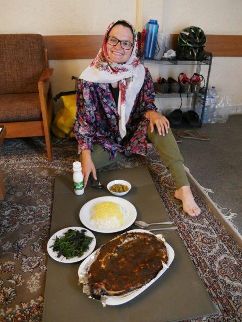 Arabian fish from Hassans Dad is prepared for us.// Fisch arabisch, ein Geschnek von Hassans Vater wird für uns zubereitet.