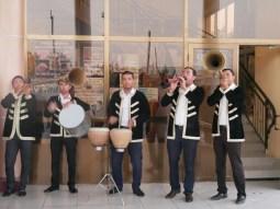 Uzbek traditional music- impressive trumpets.// Traditionelleusbekische Musik - beeindruckende Trompeten.