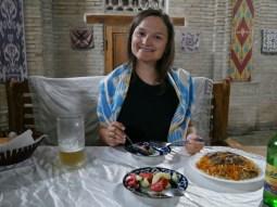 Dinner in an old caravansery.// Abendessen in einer alten Karawanserei.