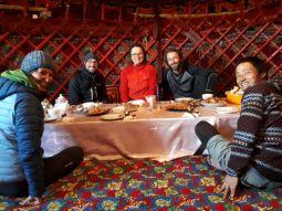 Mittagessen in der Jurte.// Lunch in the yurt. // Thanks to FITZ-project