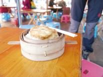 Frühstück vor der letzten Busfahrt in China.// Breakfast before the last bus ride in China.