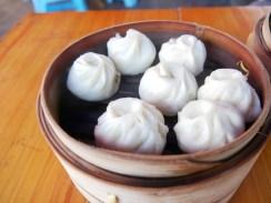 Baouzi - meat filled steamed buns, usually eaten for breakfast.// Baouzi - mit Fleische gefüllte Dampfnudeln. Wir essen sie meist zum Frühstück, wie es sich gehört.