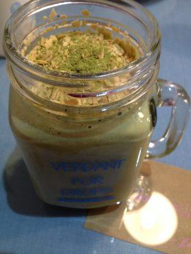 Algenshake.// Algae shake.