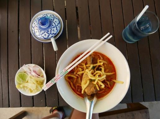 Kao Soi - a speciality of Nort Thailand.// Eine Spezialität Nordthailands.