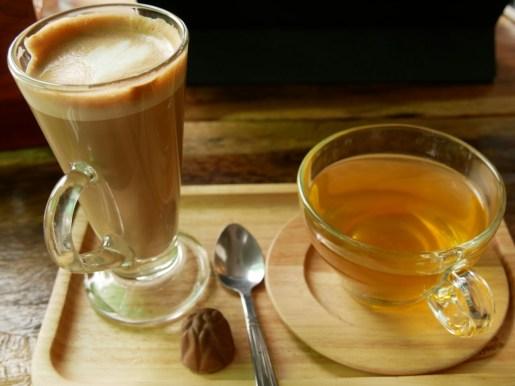 Our Chistmas treat in a coffee shop: a praline.// Unser Weihnachtsgeschenk in einem Cafe: eine Praline.