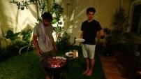 Grillmaster Matze und der hilfreiche Mirko.// Barbecue master Matze and helpful Mirko.