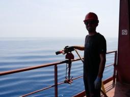 Wasserschläuche, mit denen wir die Piraten fernhalten wollen, indem wir dauernd spritzen.// Water pipes to keep pirates in a convenient distance.