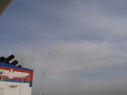 Dirty clouds.// Wir stossen dreckige Wolken aus.