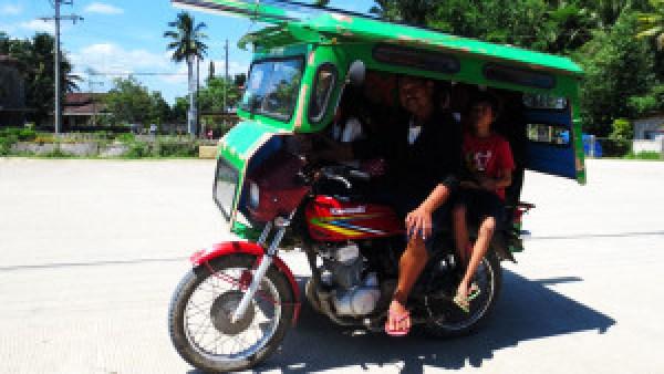 Familie-in-de-tricycle-Filippijnen