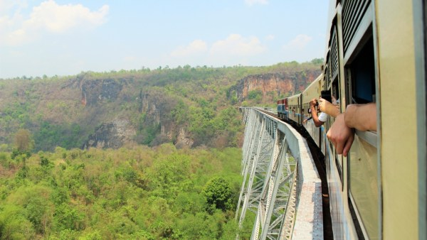 Gok Teik viaduct train Myanmar
