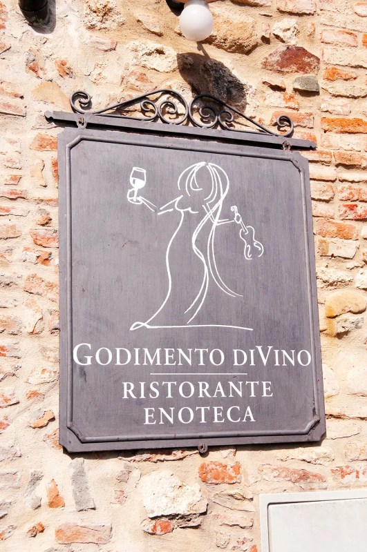 Sign for Godimento di Vino