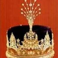 Raja Yang Dipertuan Selangor Pertama Memakai Mahkota Leleng