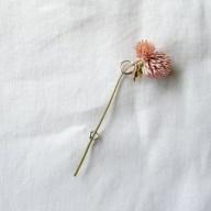 コサージュとしても使えるしずくブローチ 素材:Silver, 真鍮, 洋白 花束を気軽に身につけられます