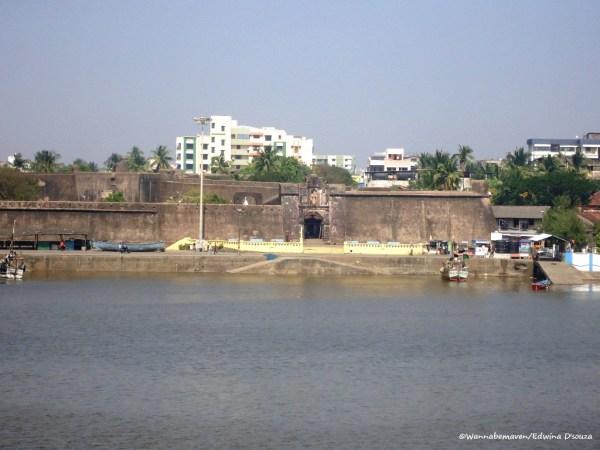 View of Damanganga and Sao Jeronimo fort from Moti daman Lighthouse - Daman travel guide