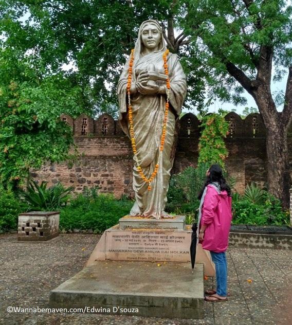 Maheshwar travel guide-devi ahilya bai holkar
