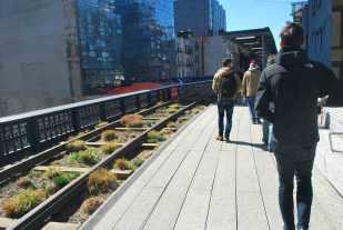 wandelen langs de oude spoorlijn