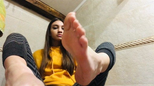 Hot Girl and her Sexy Soles