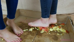 Megan & Rachel Barefoot Apple Crush
