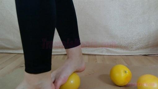 Rachel's Barefoot Grapefruit Crushing Video