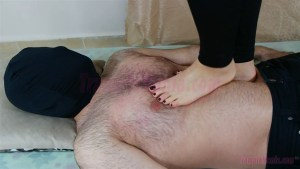 Rachel's Barefoot Close-up Trample Video