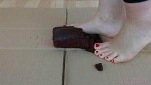 Caroline Barefoot Cake Crush
