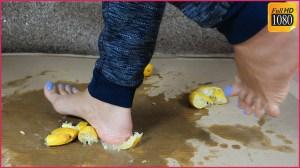 Crystal's Barefoot Lemon Crushing Clip