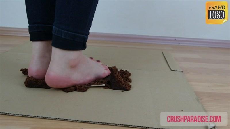 Beth's Barefoot Cake Crush Clip - Food Crushing