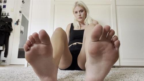 Worship Barbies Perfect Feet