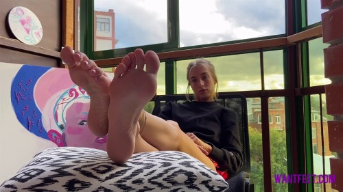 Lisas Sweaty Gym Feet
