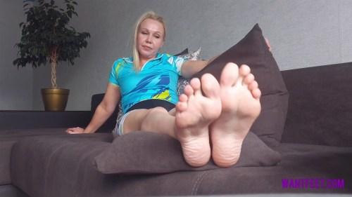 Sarahs Sweaty Feet After Workout