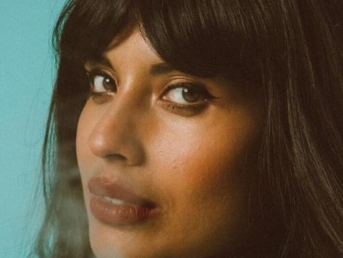 jameela jamil air brushing