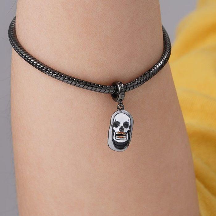 War and Peas – Gnoce - Charm – Skull 1