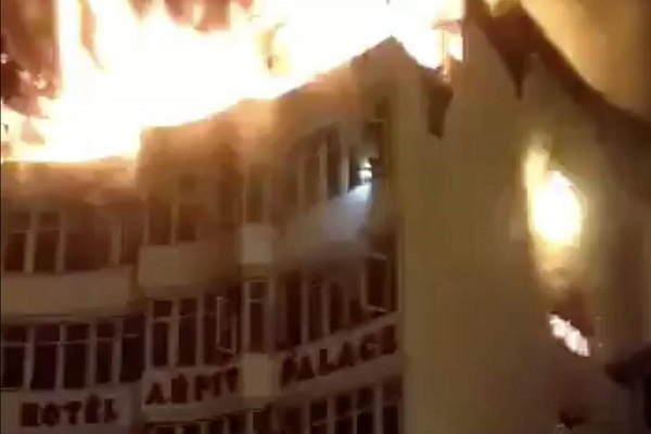 دہلی میں سیلیس ٹیکس کے دفتر میں لگی آگ