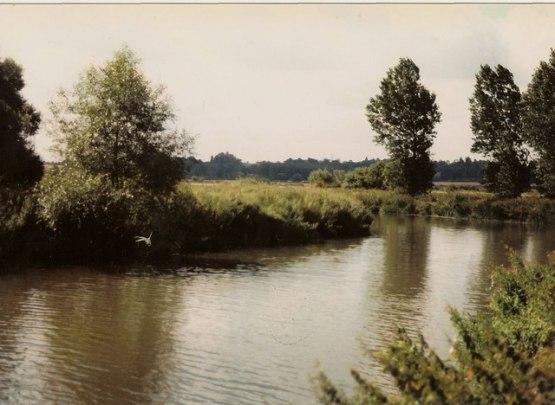 River Thames near Buckland, By David Leeming, CC BY-SA 2.0