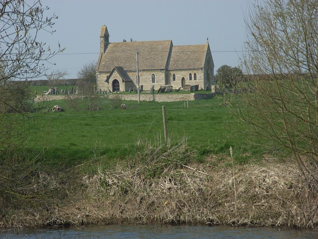 Shifford St. Mary, view from the south bank of the Thames, Andrew Smith, CC BY-SA 2.0