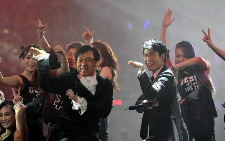 WTFSG-Jackie-Chan-60th-birthday-charity-concert-Beijing-Leehom-Wang-pose