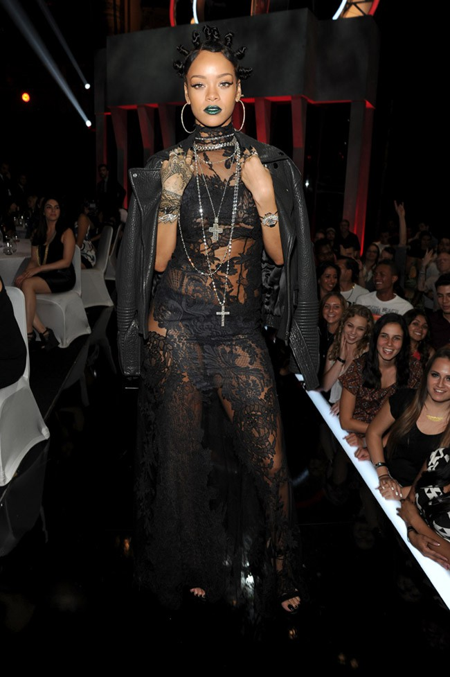 WTFSG-Rihanna-Givenchy-2014-iHeartRadio-Music-Awards