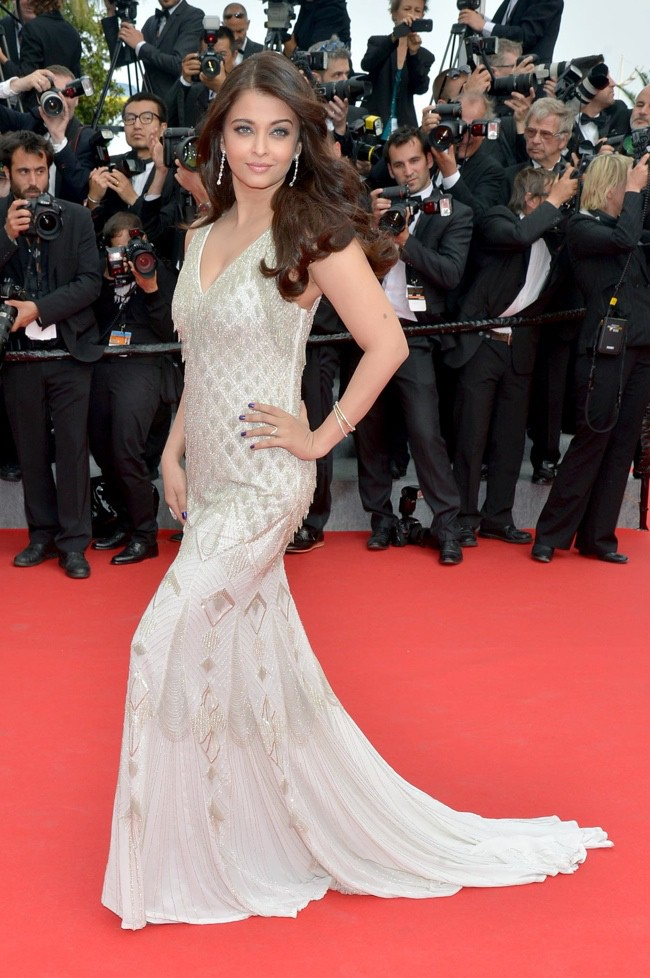 WTFSG-cannes-film-festival-closing-red-carpet_Aishwarya-Rai