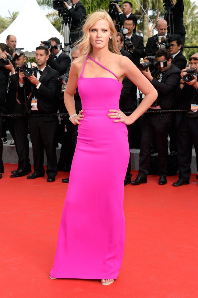 WTFSG-cannes-film-festival-closing-red-carpet_Lara-Stone