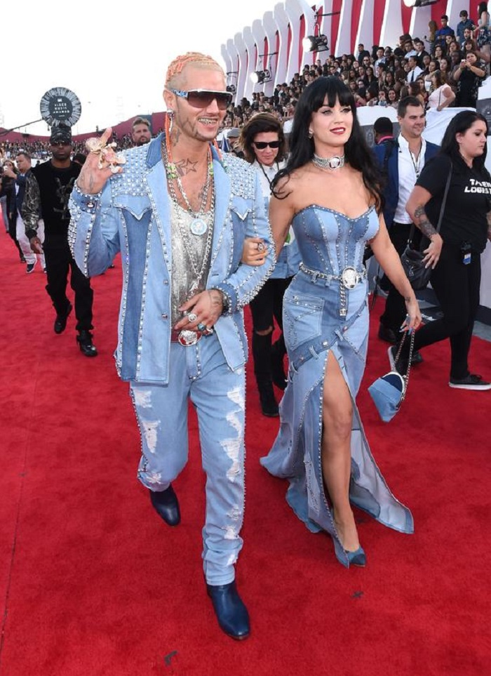 WTFSG-mtv-vma-red-carpet-versace