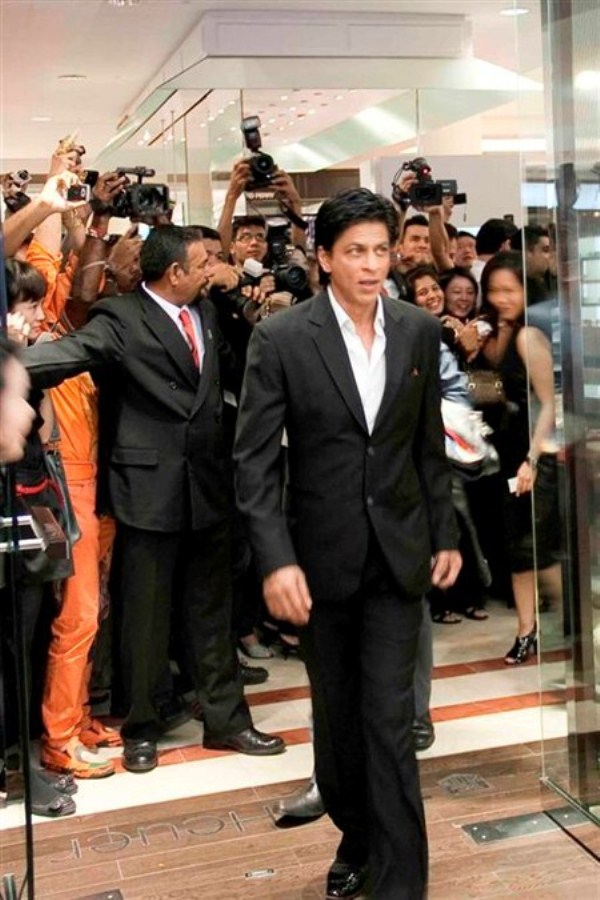 WTFSG_tag-heuer-first-global-concept-store-shah-rukh-khan_2
