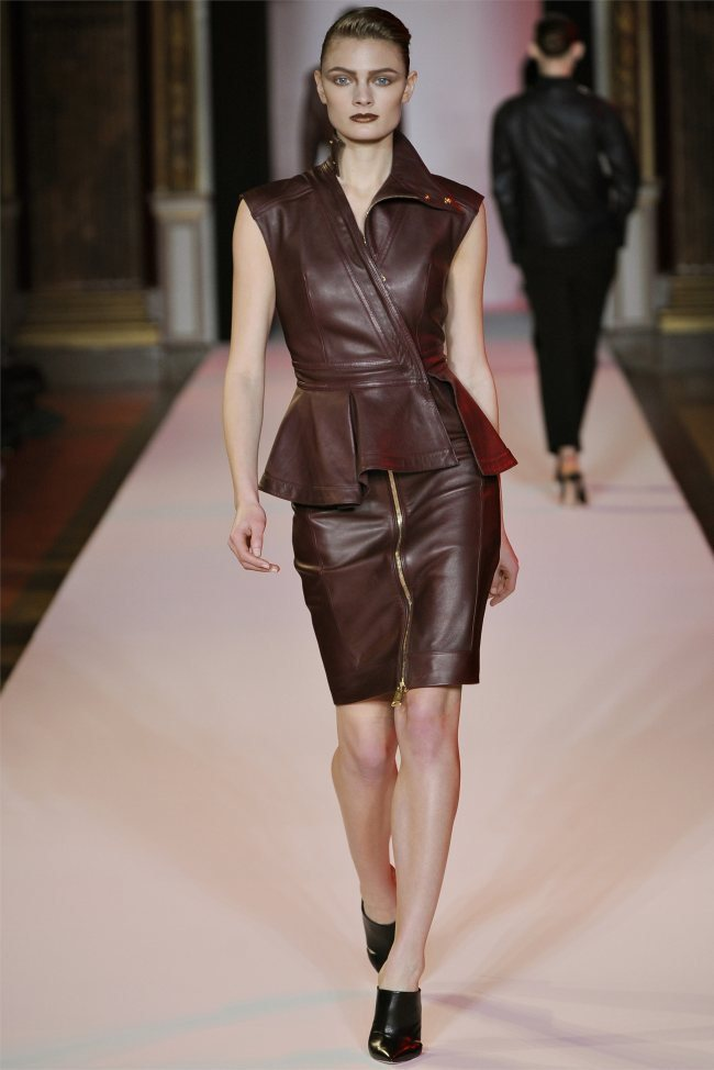WTFSG_hakaan-fall-2012-paris-fashion-week_Constance-Jablonski