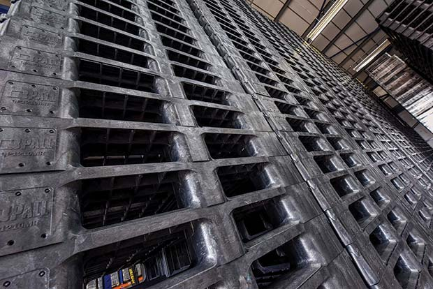 You-shouldn't-stack-pallets-manually-more-than-seven-pallets-high