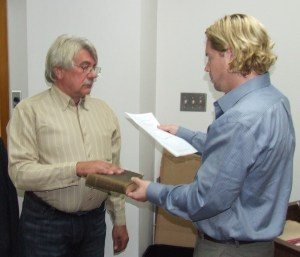 Norm Rafuse (L) sworn in by CAO Ray Hickey